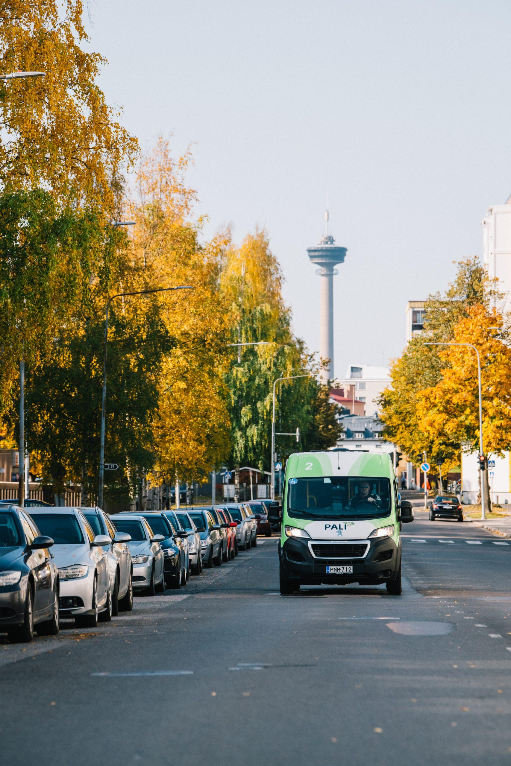 Palveluliikenteen bussi.